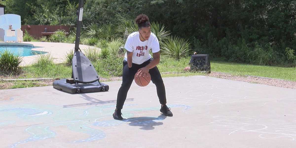 Lowndes Co. teen with one hand signs to play college basketball
