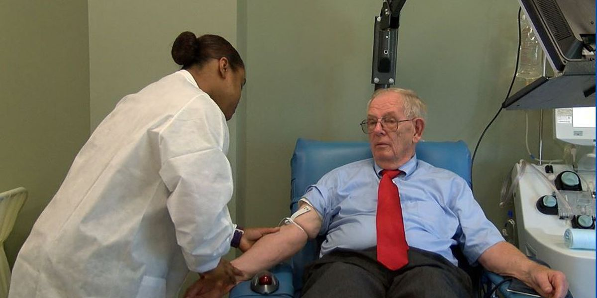52-year blood donor visits Fort Benning from OH to donate blood