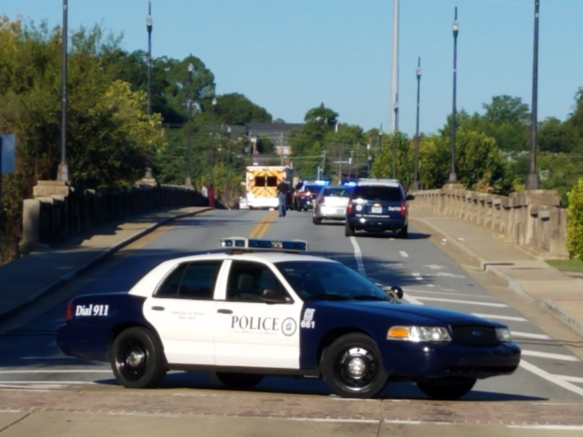 Dillingham Bridge shut down, Columbus police on scene