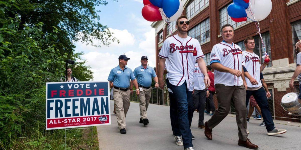 Braves' Freeman '100 percent go' on moving to third base