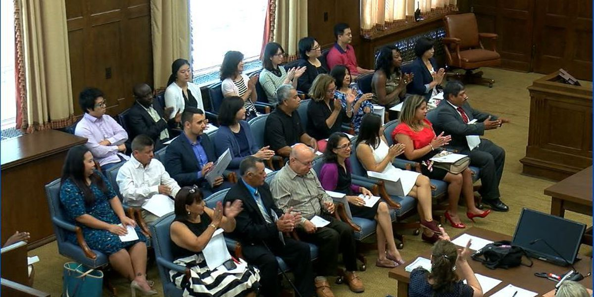 Naturalization ceremony for U.S. citizenship held in Columbus