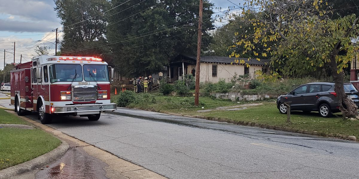 Fire crews contain house fire on 4th Ave. in Columbus
