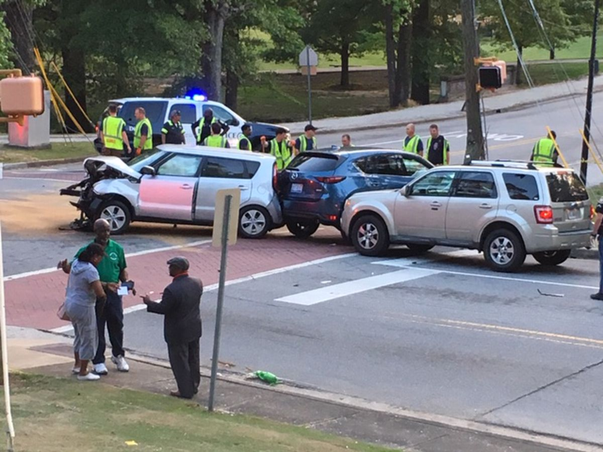 Cherokee Ave. in Columbus reopens following 3-vehicle accident