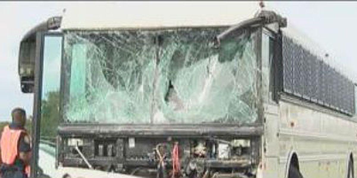 18 inmates, 1 person injured in GA highway wreck