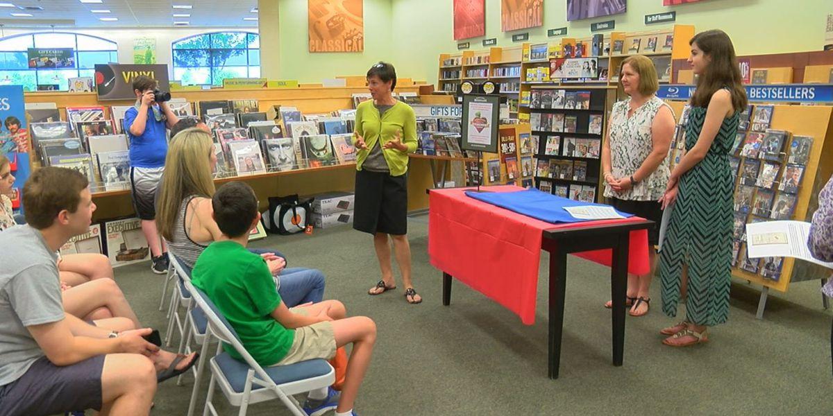 Columbus teacher named winner of Barnes & Noble favorite teacher contest