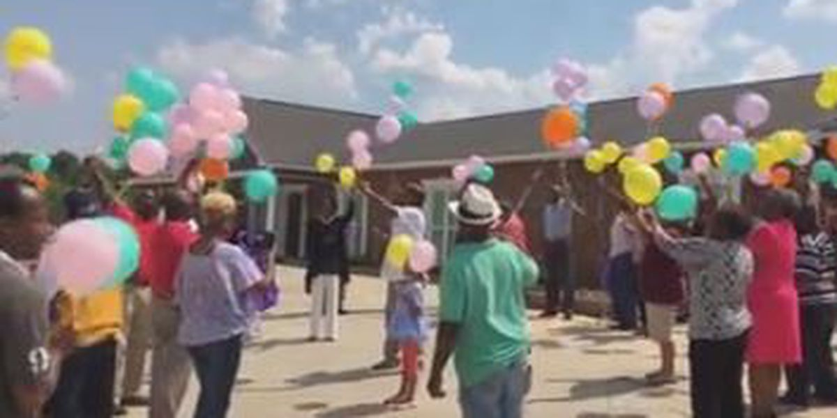 Funeral home in Opelika hosts Mother's Day remembrance service and balloon release