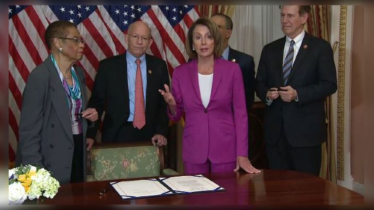 Democrats work on new shutdown compromise, as federal workers protest at Senate building