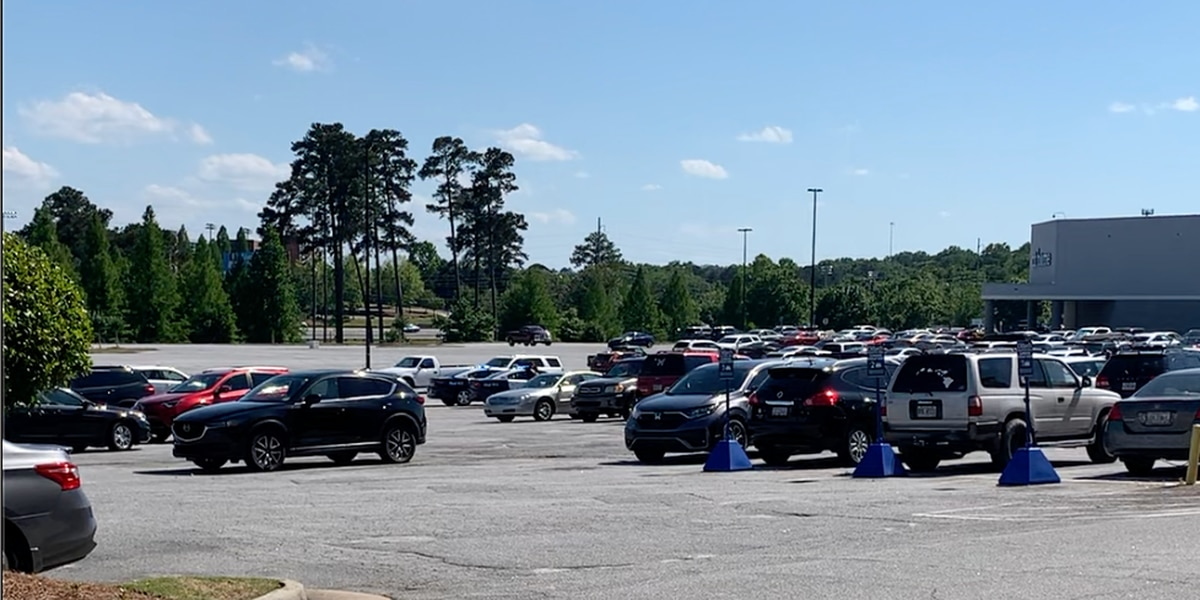 CPD: Person shot in leg at Peachtree Mall parking lot; no suspect in custody