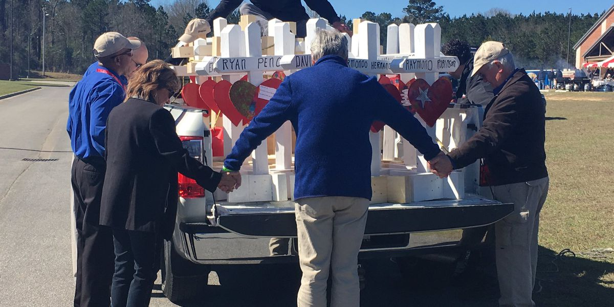 Man who built crosses for Alabama tornado victims has died