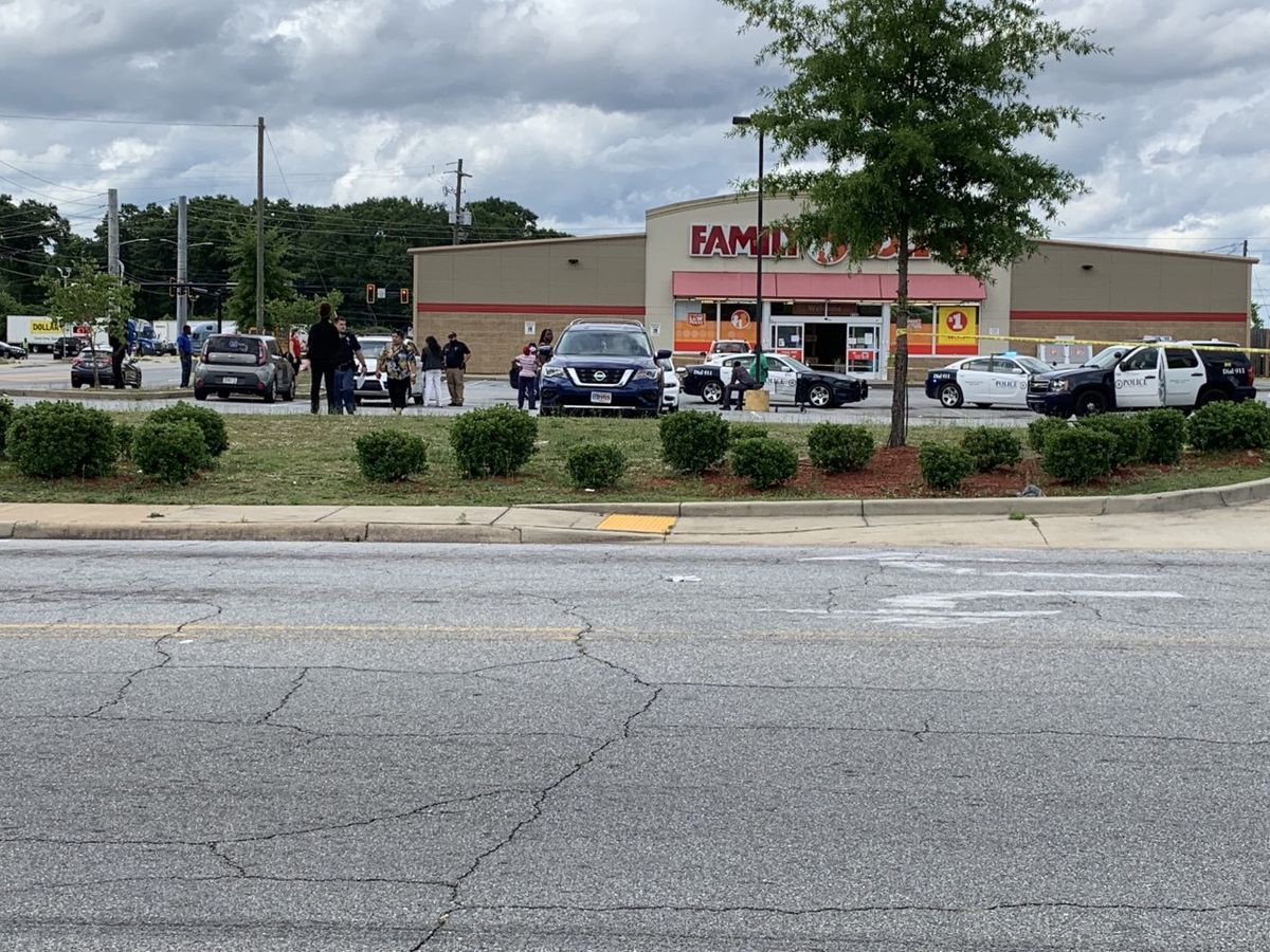 Heavy police presence on Floyd Rd. in Columbus