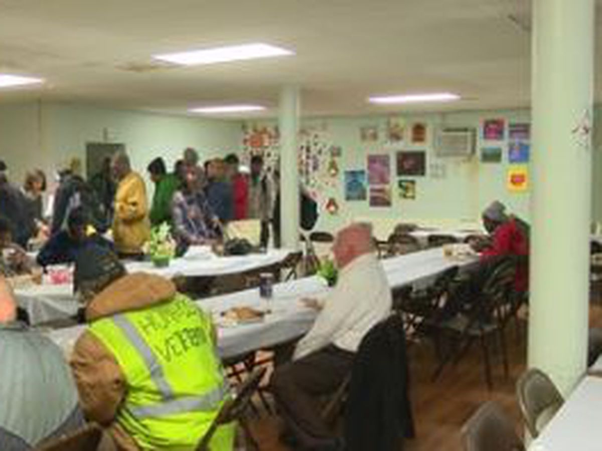 Organizations in Columbus team up to prepare Thanksgiving feast for homeless community