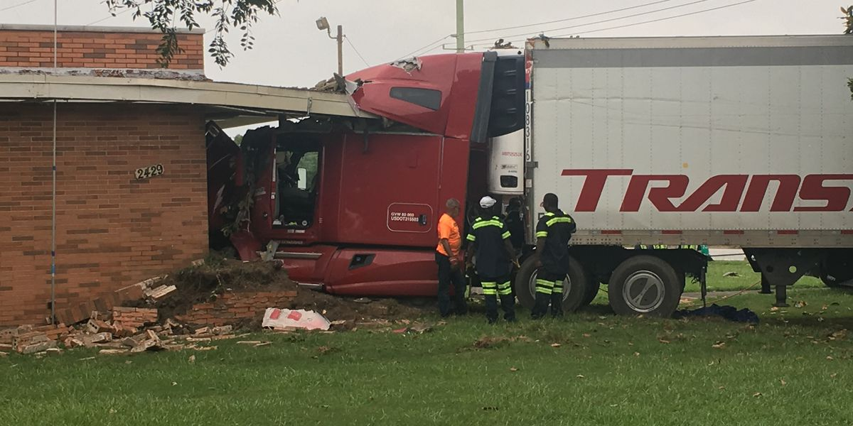 Columbus business damaged after being hit by 18-wheeler