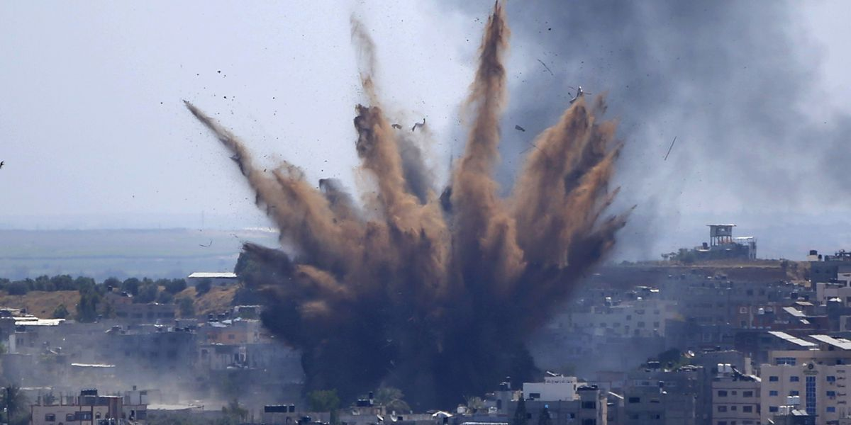 Palestinians flee as Israeli artillery pounds northern Gaza