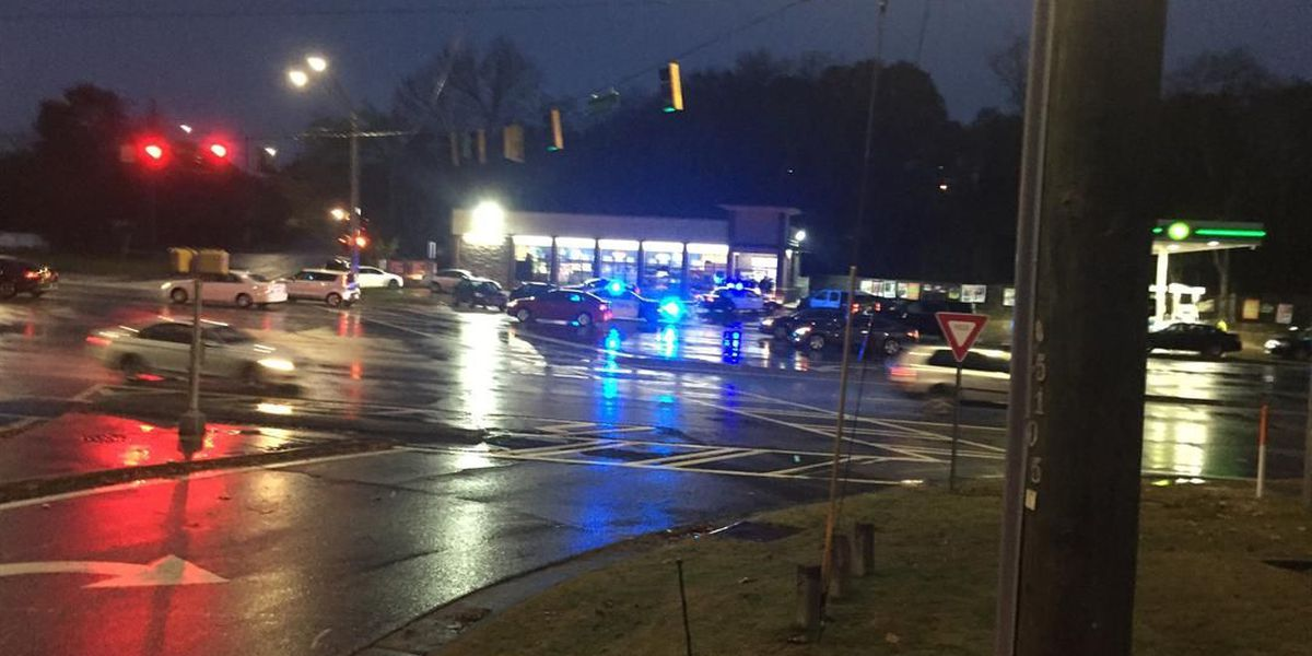 Columbus convenience store clerk shot during armed robbery