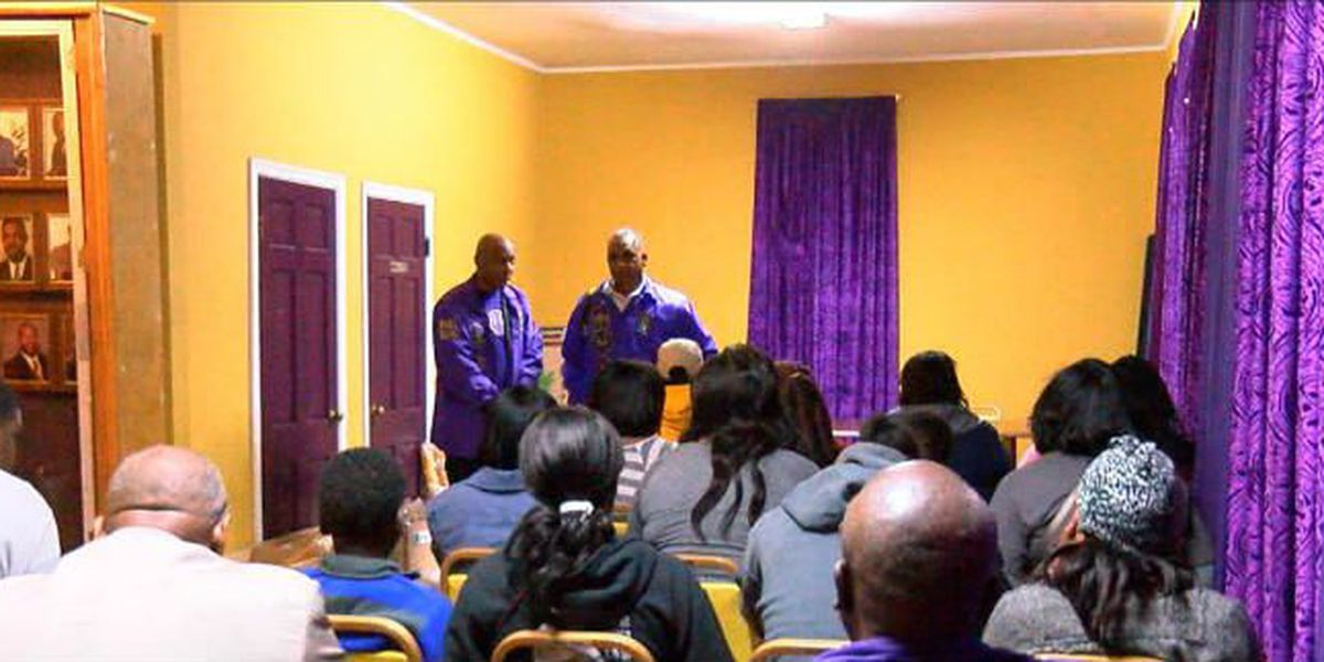 Men of Omega Psi Phi help feed local needy families at Thanksgiving