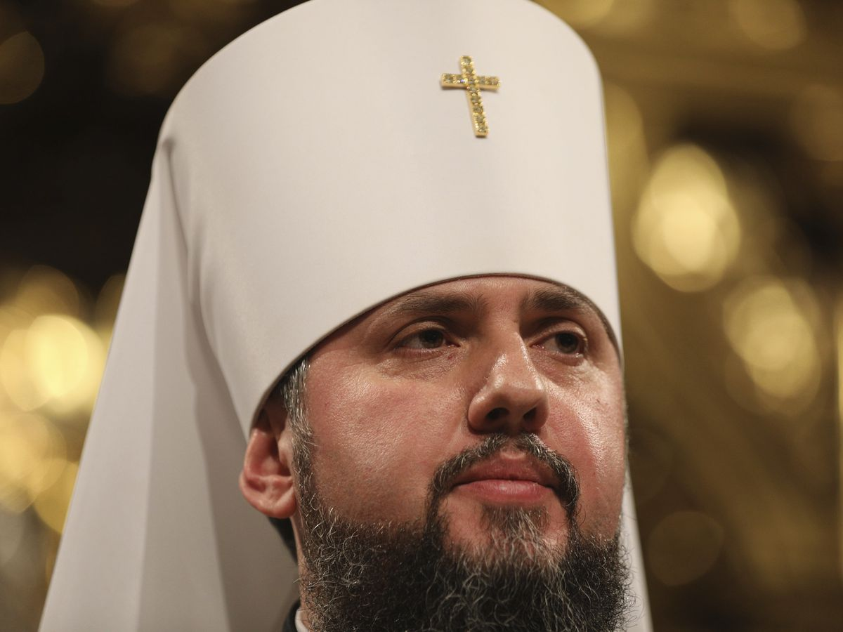 New Ukrainian Orthodox leader gives 1st liturgy, urges unity