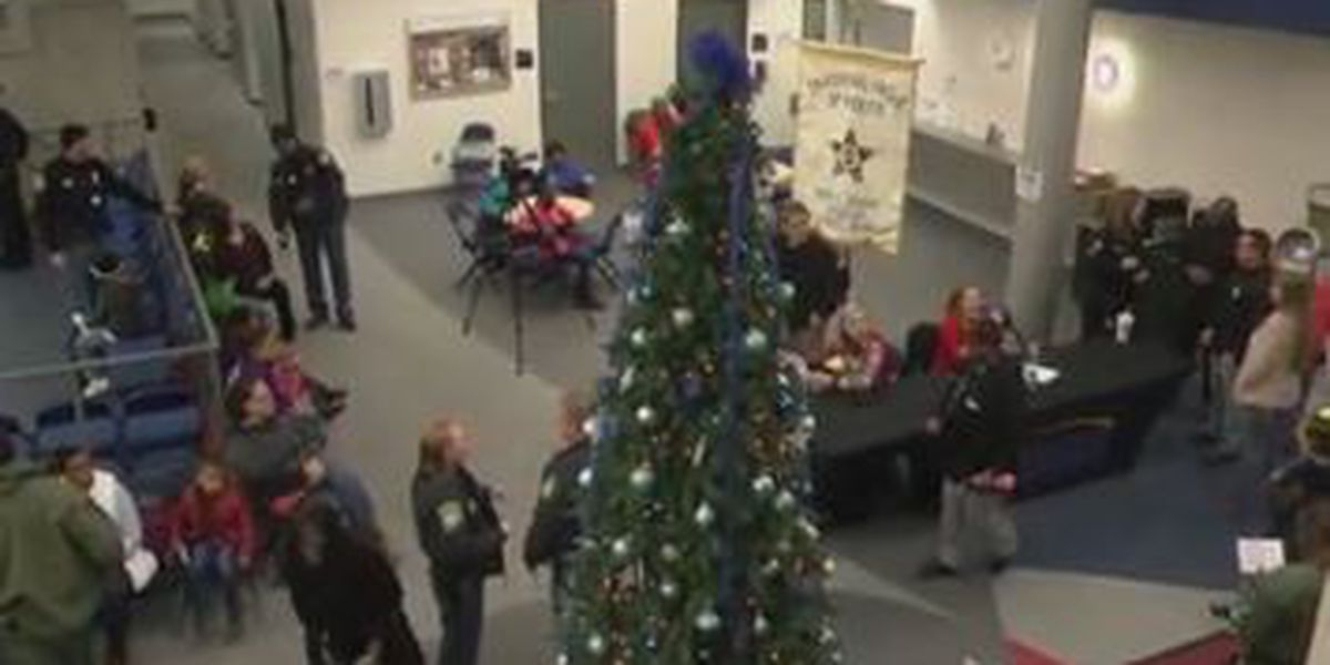 Annual Cops, Kids, and Christmas event held in Columbus