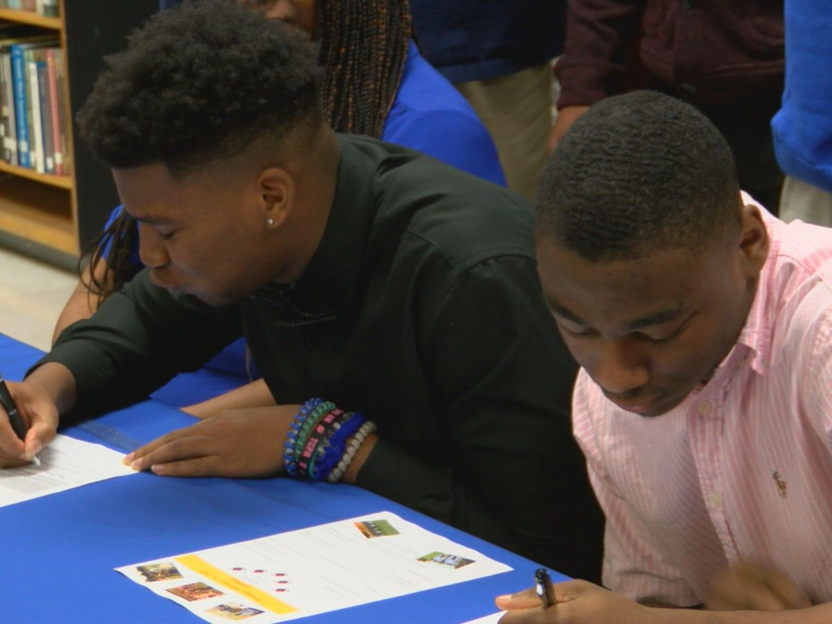 Two Kendrick athletes sign letters of intent