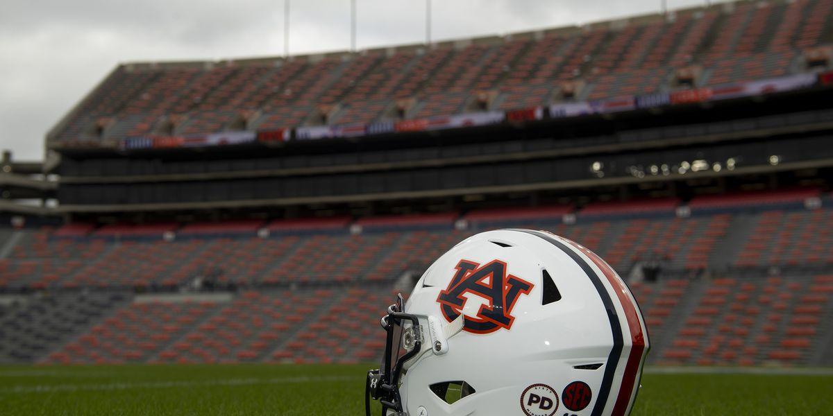 Auburn football to honor Pat Dye with helmet stickers