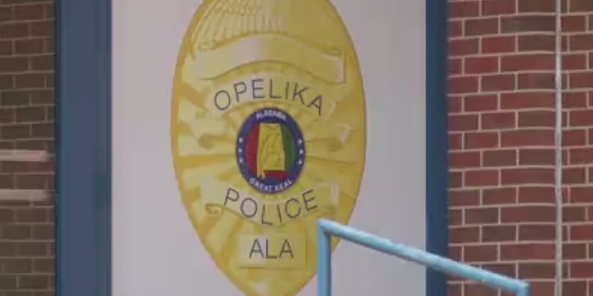 Arrest after man reportedly exposes self at Opelika park
