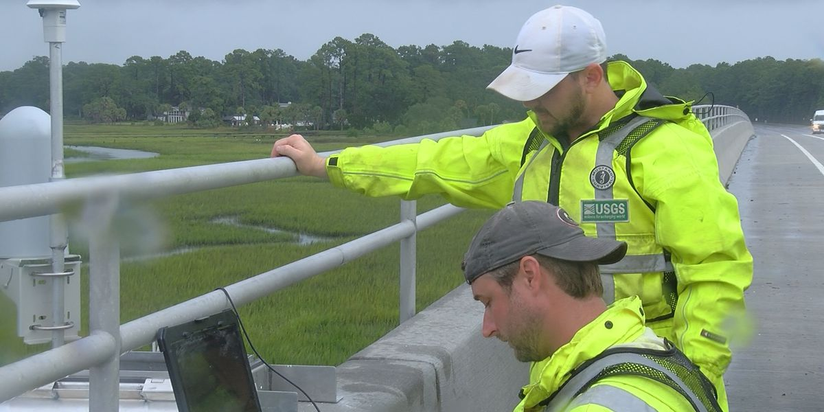 Federal crews install gauges to monitor possible Dorian impacts