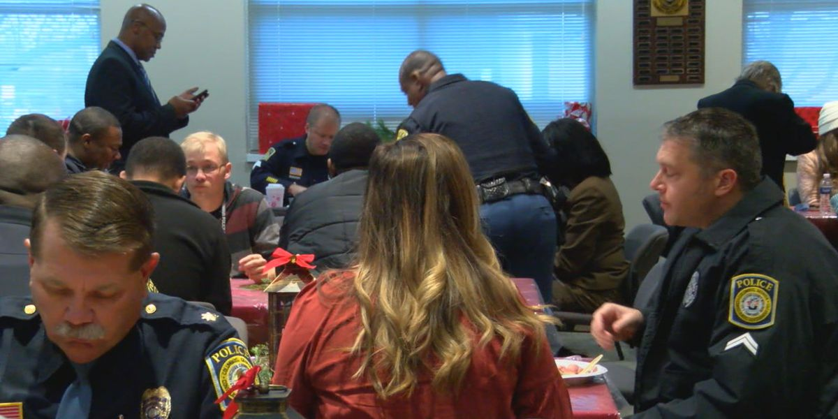 Back Columbus Blue holds 5th Annual Christmas breakfast and luncheon for CPD