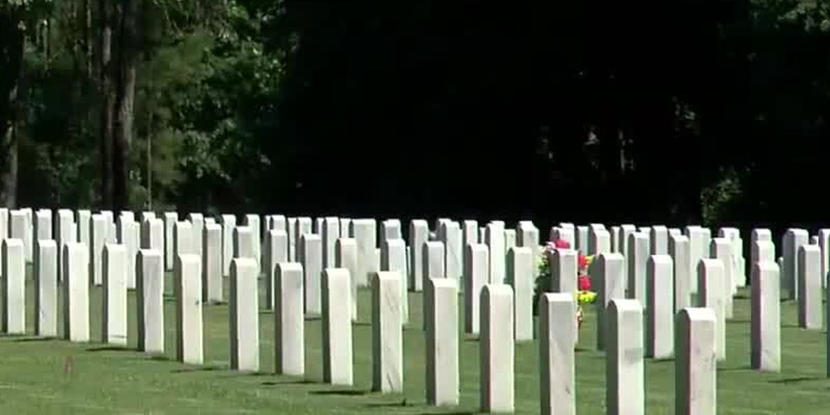 100 volunteers chosen to lay flags at Ft. Mitchell National Cemetery