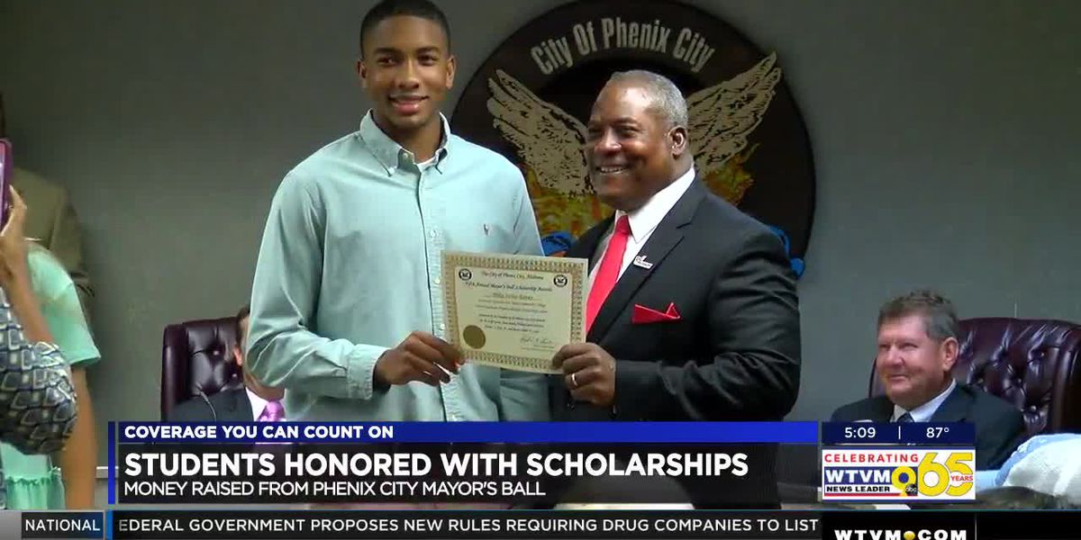 Phenix City mayor raises funds through ball, hands out scholarships