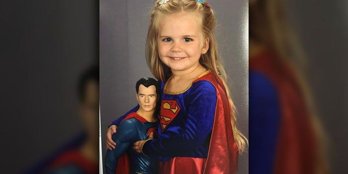Pint-sized Supergirl takes school photo in favorite costume